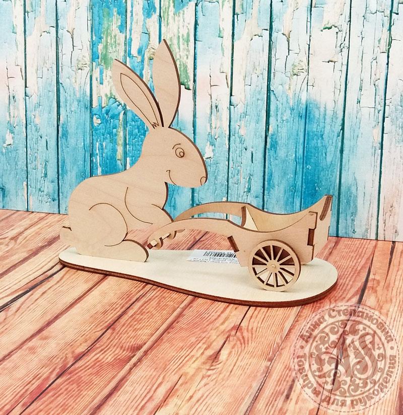 Подставка под яйцо «Зайчик с тележкой»