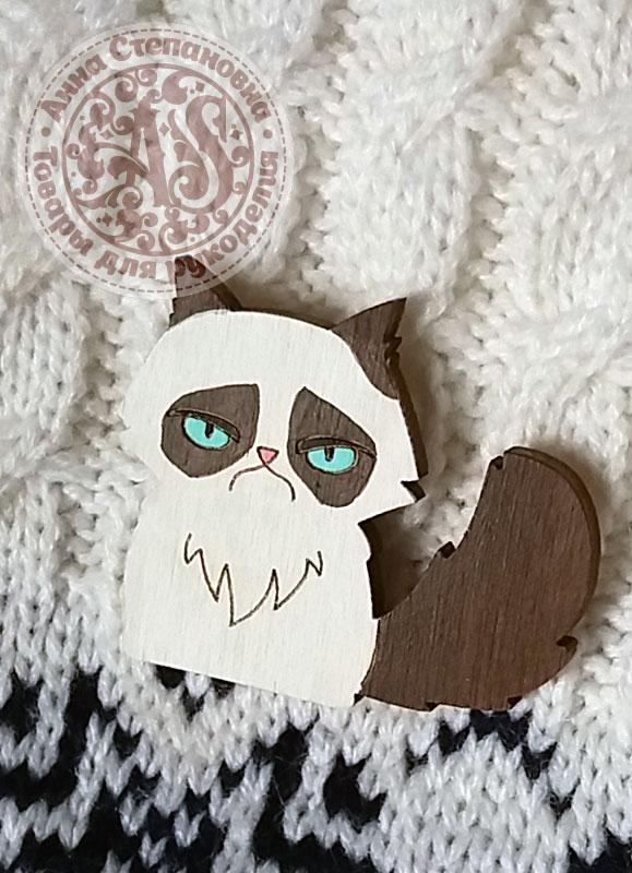 Значок «Угрюмый кот» деревянный