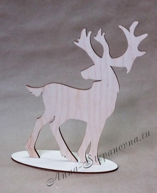 Фигурка «Северный олень» на подставке