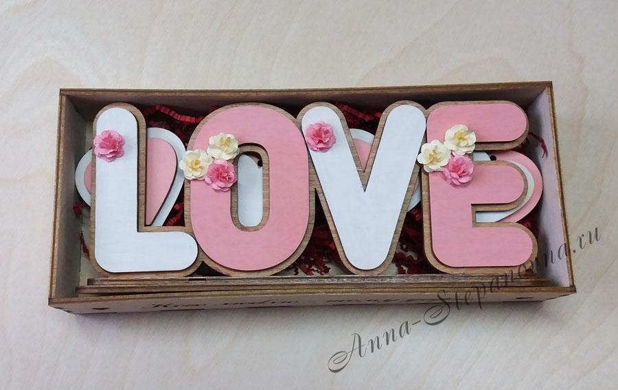 Слово интерьерное на подставке «LOVE» в коробочке