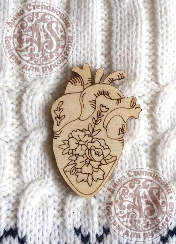 Заготовка деревянного значка «Цветы в сердце»