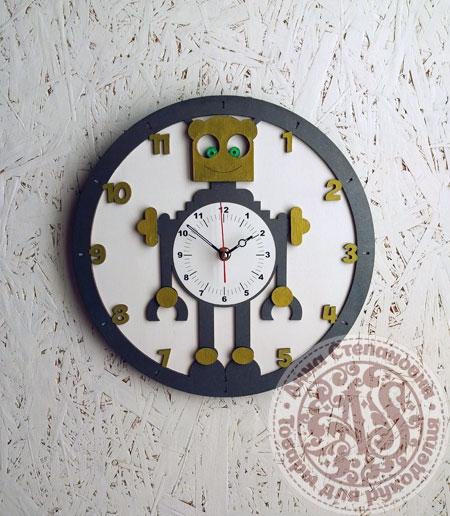 Часы деревянные «Робот»