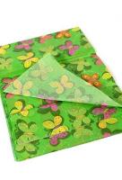 Бумага тишью бабочки на зеленом