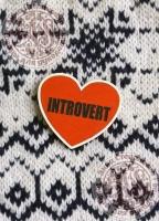 Деревянный значок «INTROVERT»