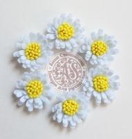 Цветы из фетра. Ромашки белые