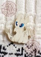 Деревянный значок Белый дракончик