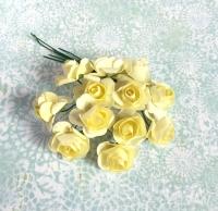 Бумажные розы светло-желтые, маленькие
