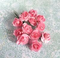 Бумажные розы темно-розовые, маленькие