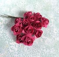 Бумажные розы малиновые, маленькие