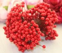 Букет ягод на проволоке красные